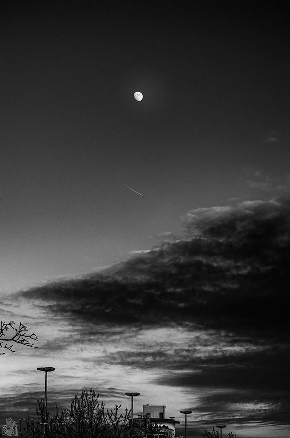 Mjesec iznad Zagreba